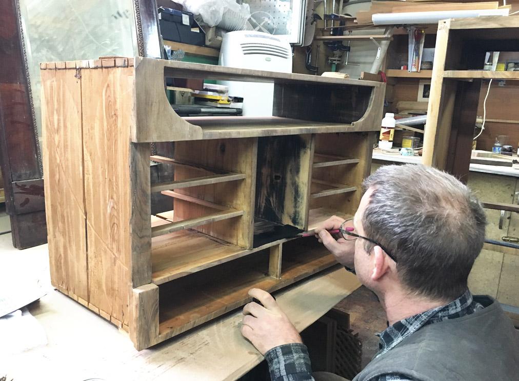начало реставрации мебели
