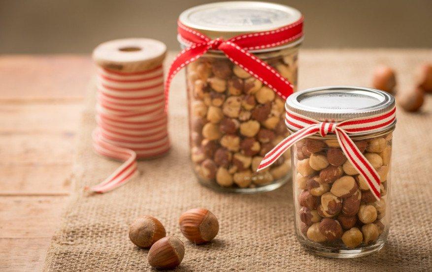 орехи в баночках