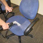 чистка компьютерного кресла