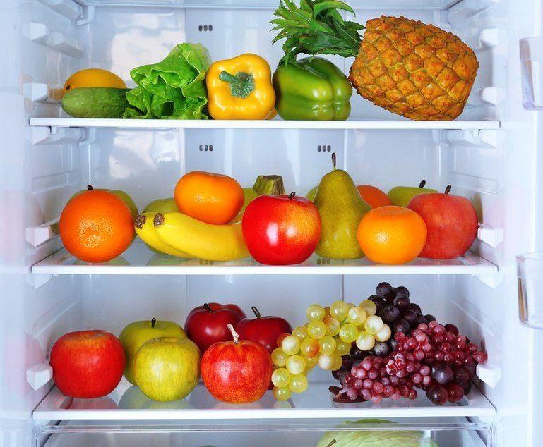 сливы и груши в холодильнике