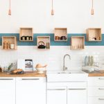 полки для кухни фото интерьер