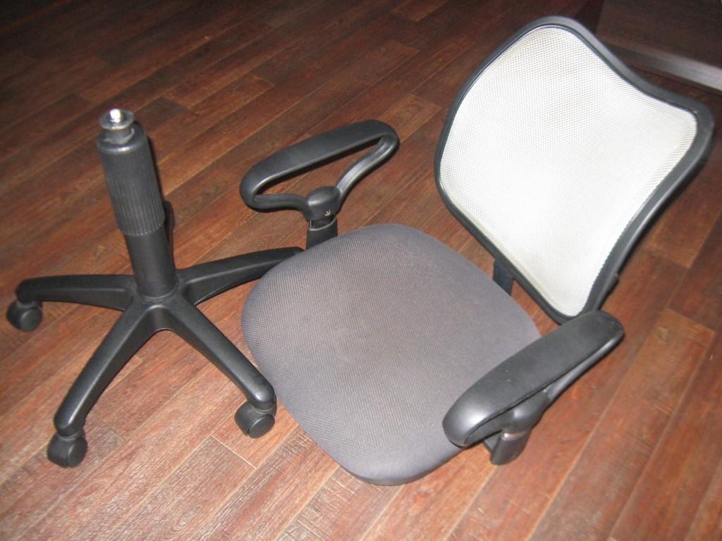собрать офисное кресло