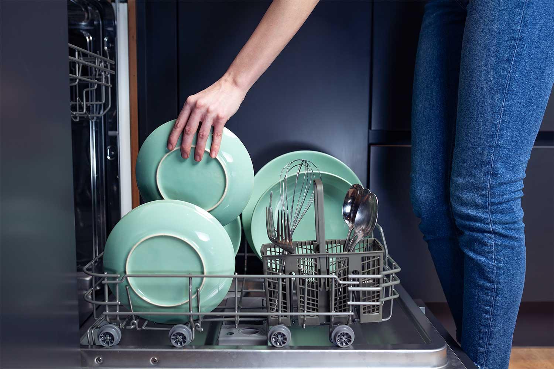поломкой посудомойки