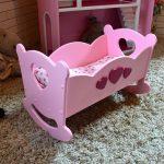 розовая фанерная кровать для куклы