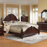 кровать темно коричневая