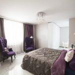 кровать с сиреневой мебелью