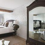 кровать с зеркальным шкафом