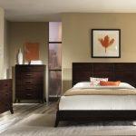 кровать с кленовым листом