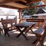вариант деревянного стола в беседку