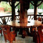 круглый красивый стол в беседку