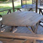 простой шестиугольный стол в беседку