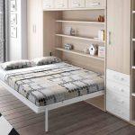 небольшой и вместительный шкаф кровать