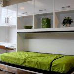 одноместная кровать в шкафу