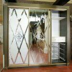 шкаф купе с фацетным зеркалом виды декора