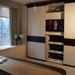 шкаф купе с телевизором декор