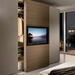 шкаф купе с телевизором интерьер фото