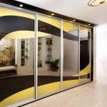 шкаф-купе встроенный желтый