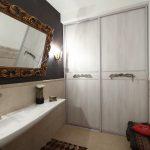 шкаф-купе встроенный в ванной