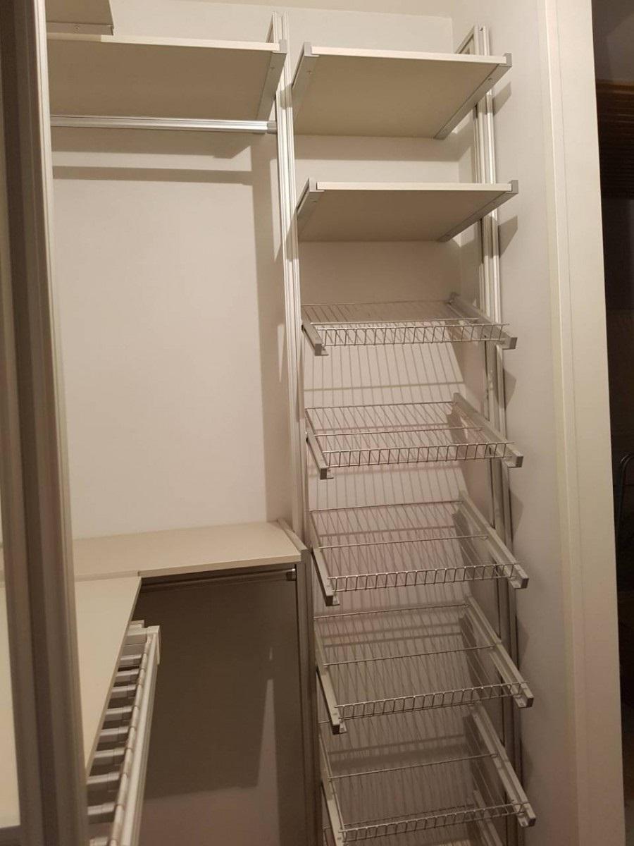 преимущества встроенных шкафов-купе
