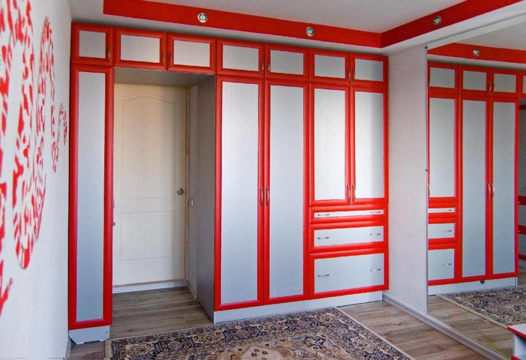 шкаф вокруг дверного проёма дизайн фото