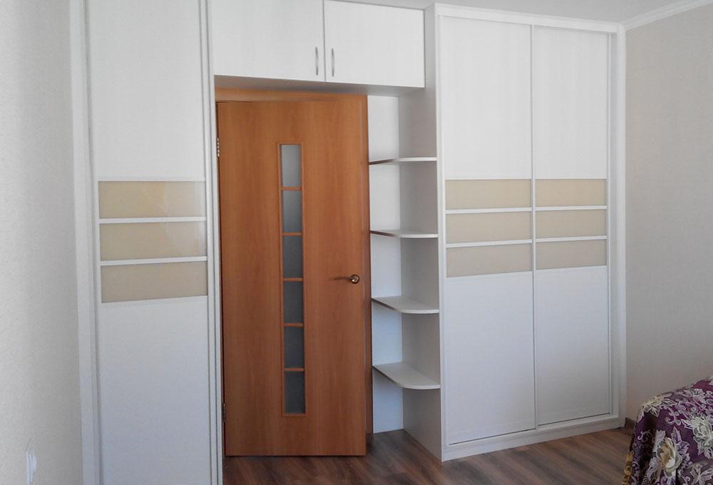 шкаф вокруг дверного проёма дизайн
