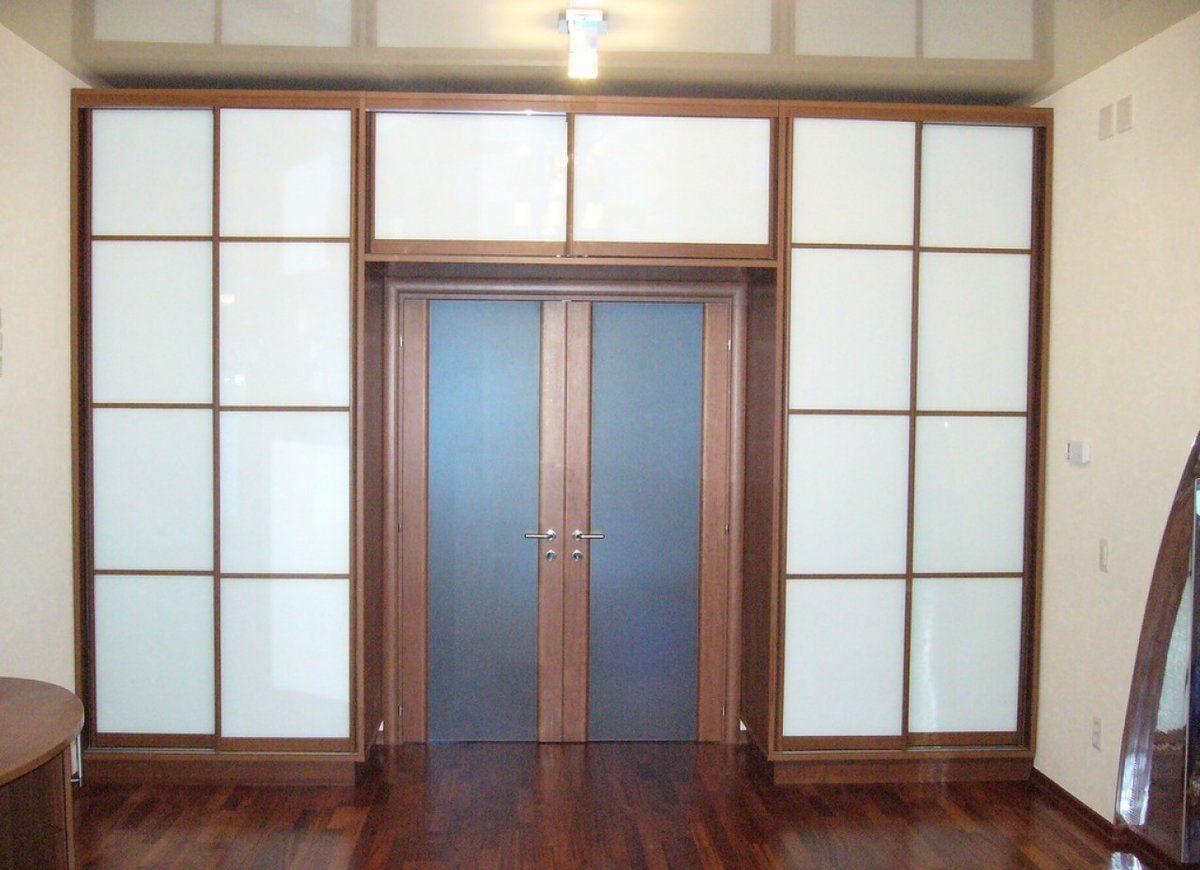 шкаф вокруг дверного проёма оформление фото