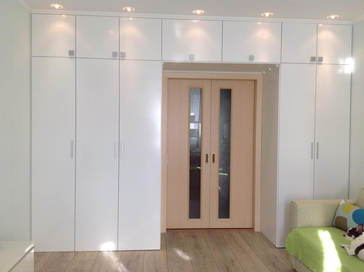 шкаф вокруг дверного проёма оформление