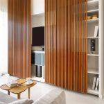 шкаф-купе с деревянными дверями