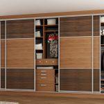 шкаф-купе из разного дерева