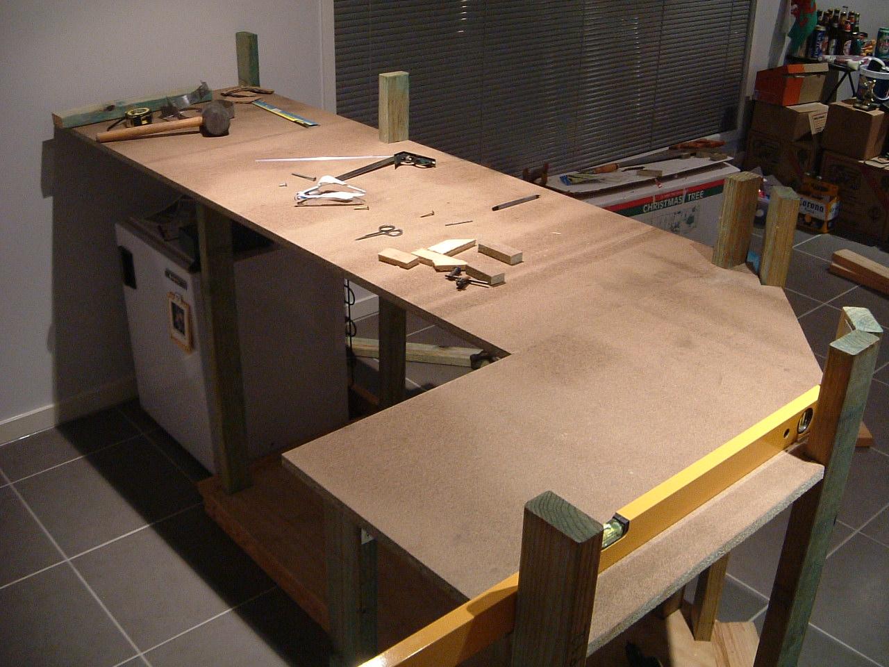 инструмент для сборки стола