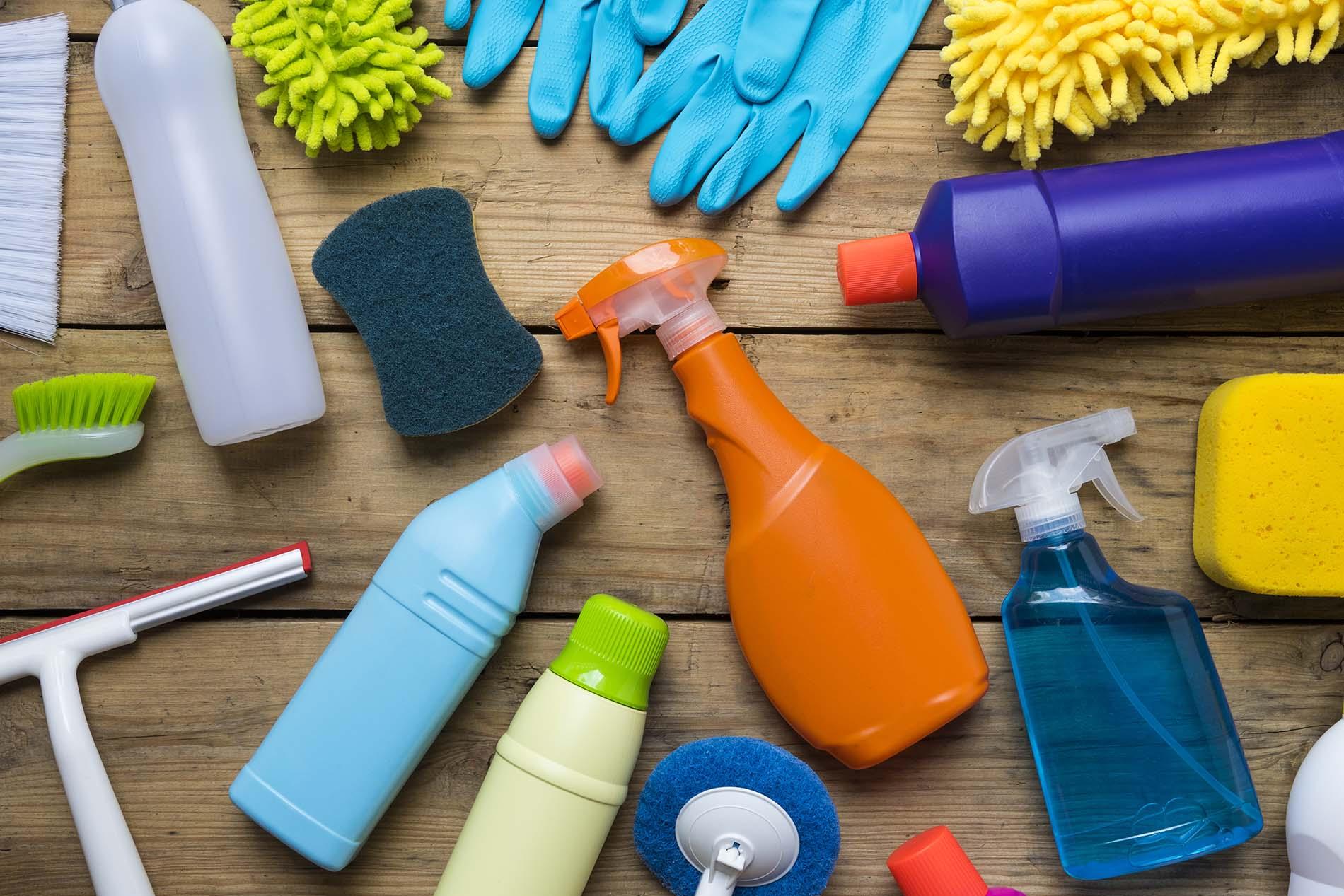 средства для чистки диванов