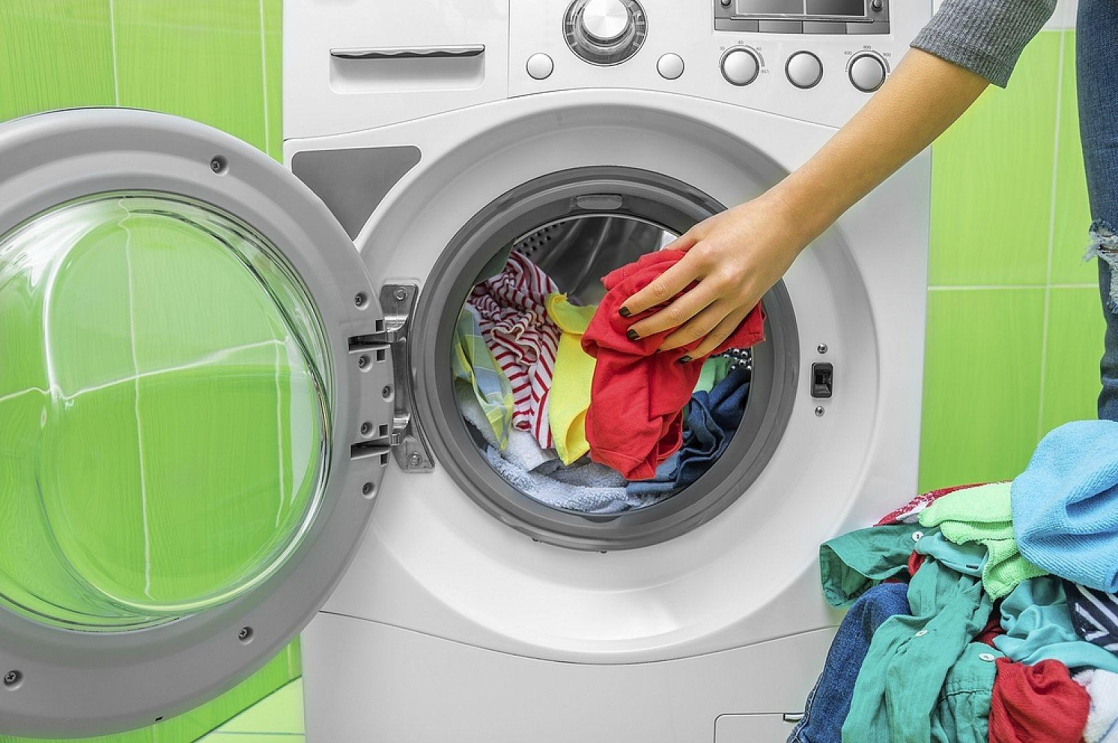 вытащить вещи из стиральной машины