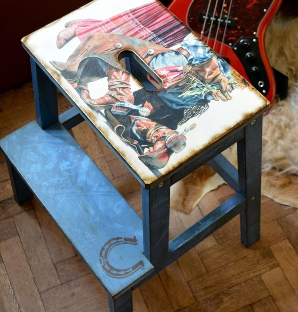 разрисовать стул-стремянку