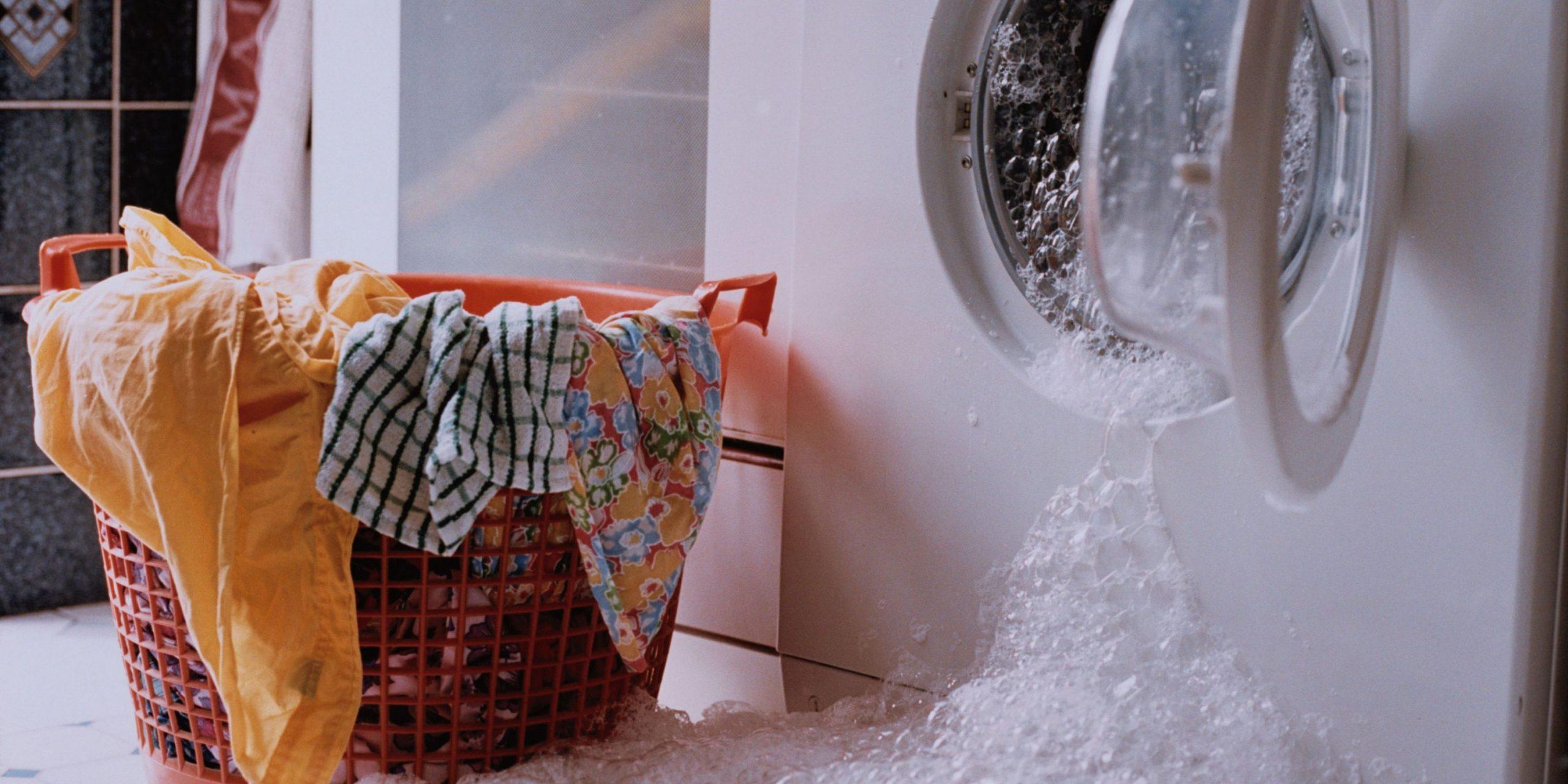 течет стиральная машина причины