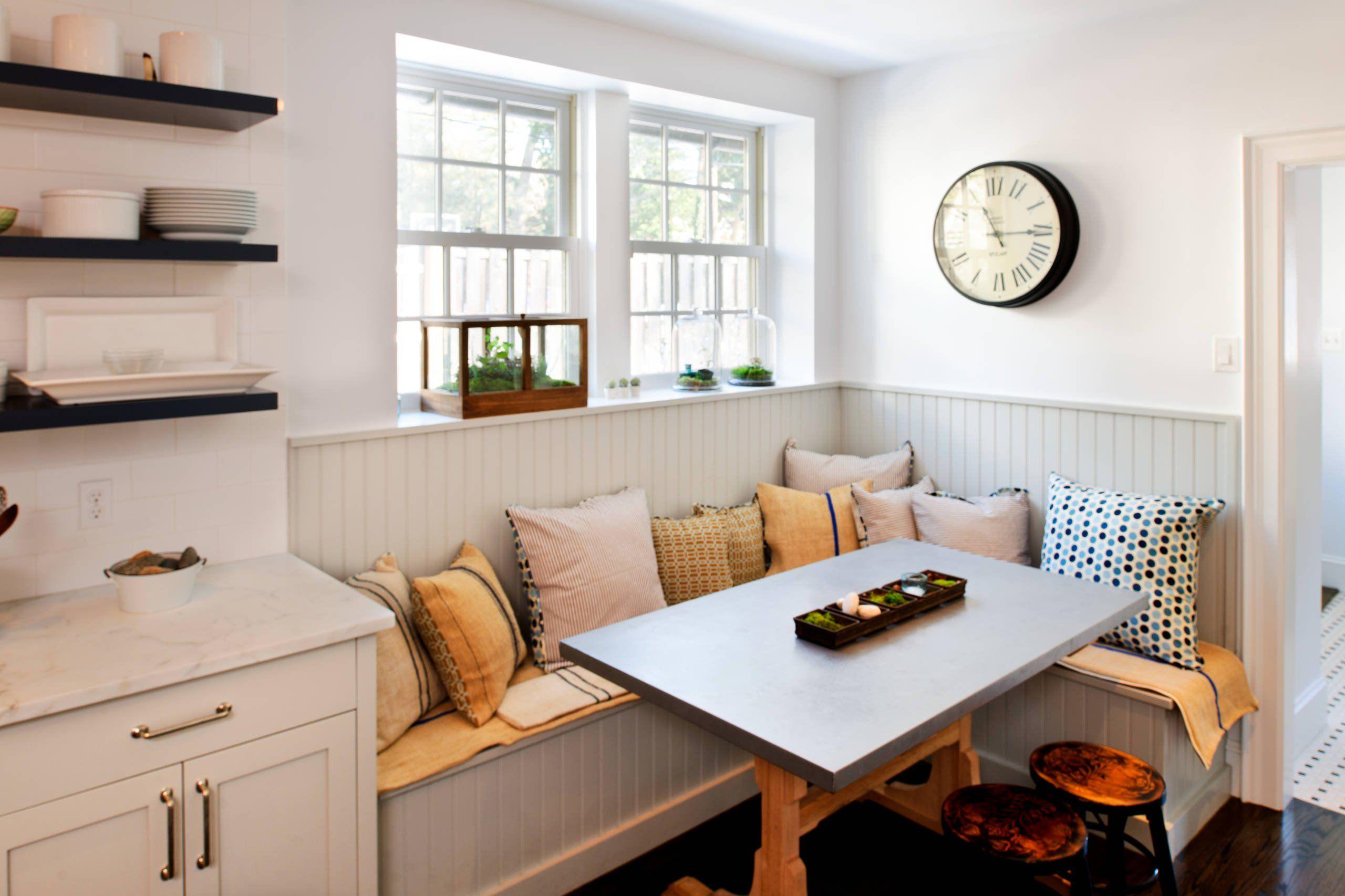 практичный диван на кухне
