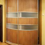 радиусный шкаф в прихожей