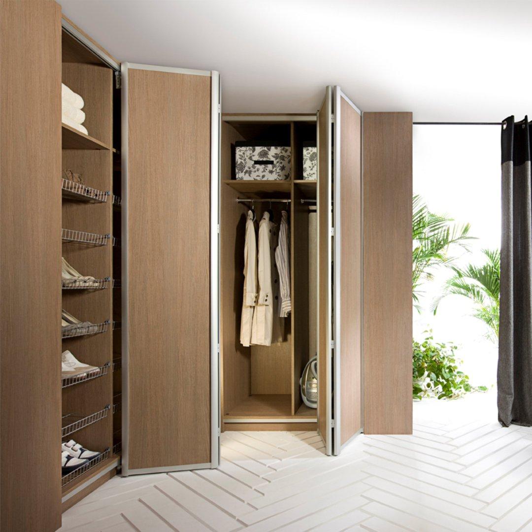 шкаф с дверью гармошкой