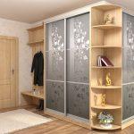 угловой шкаф серый с узорами