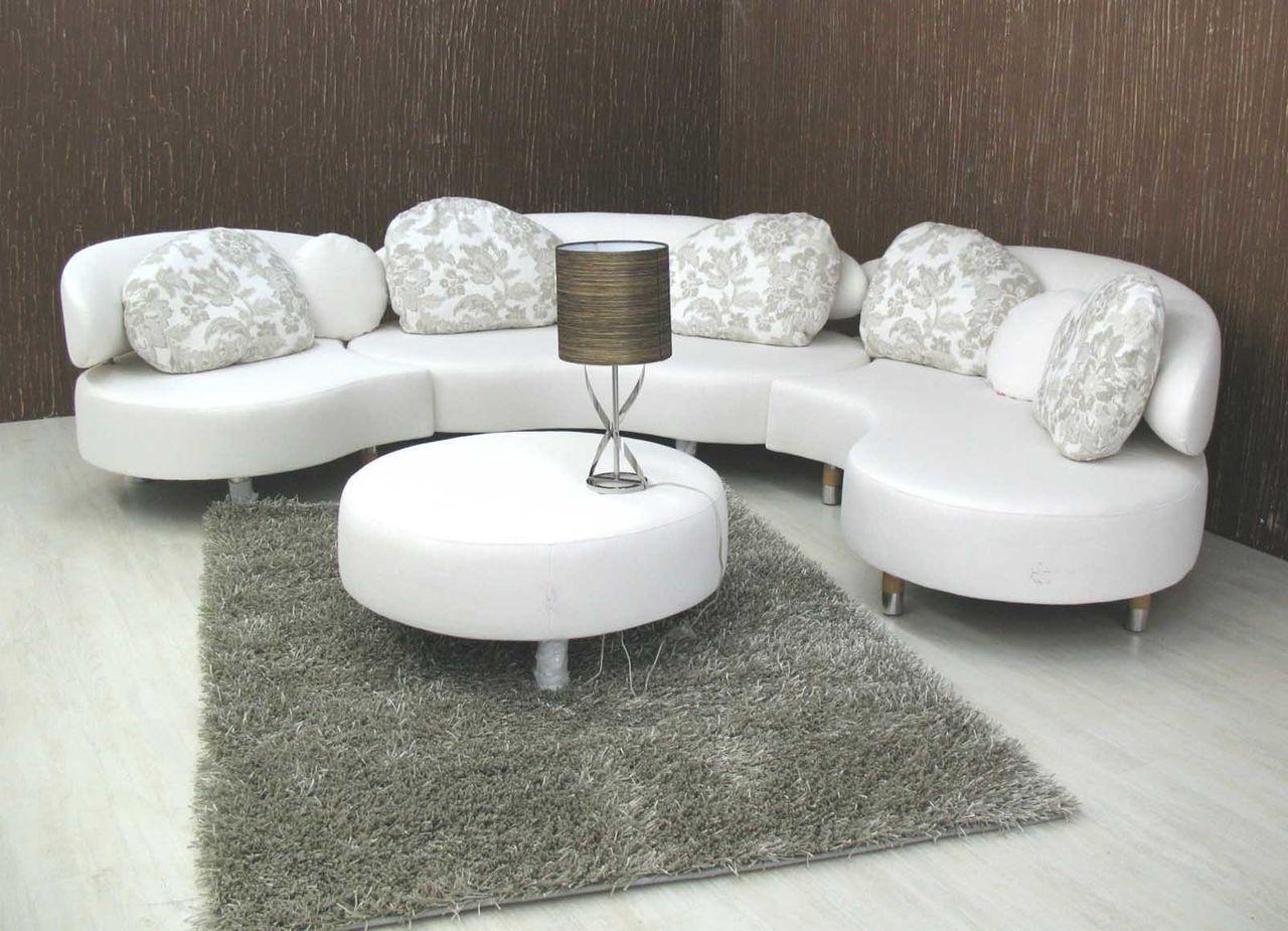 скругленный диван