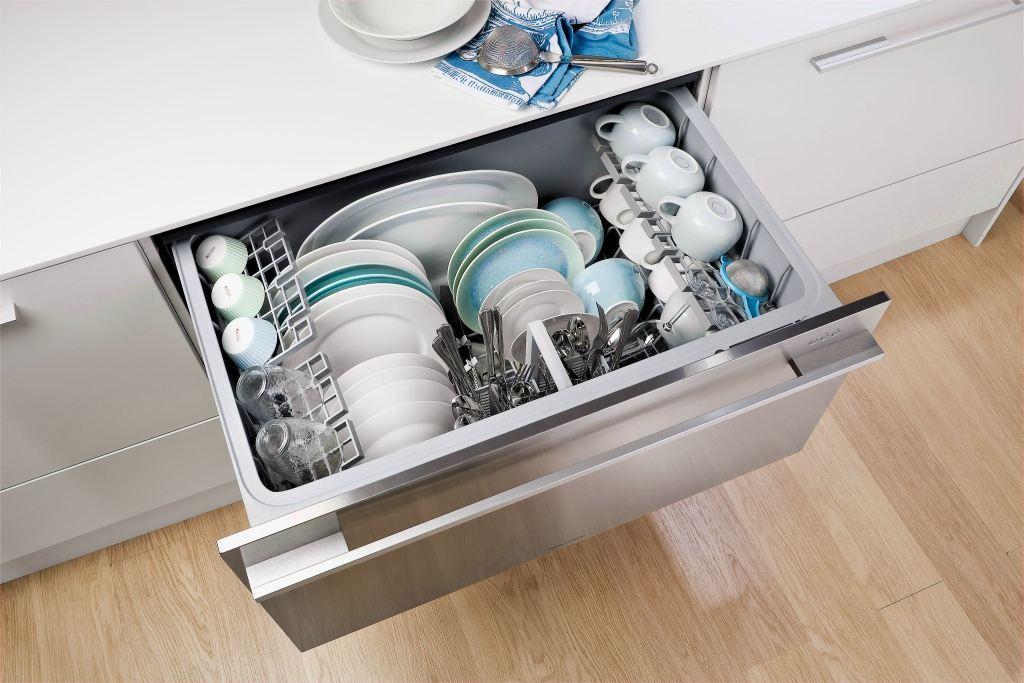 установка современной посудомоечной машины