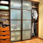 встроенный шкаф купе с натяжным потолком идеи фото