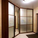 встроенный шкаф купе с натяжным потолком виды дизайна