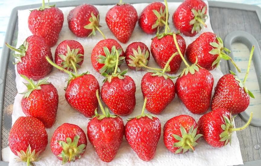 ягоды в холодильнике