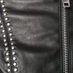 заклепки на куртке