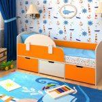 кровать с бортиком-заграждением