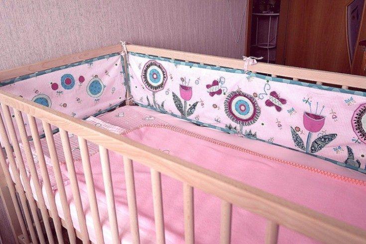 уютный бортик для кроватки