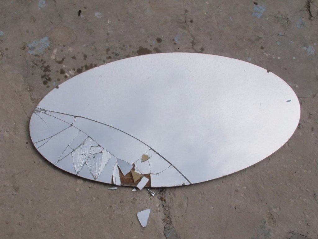 треснувшее зеркало