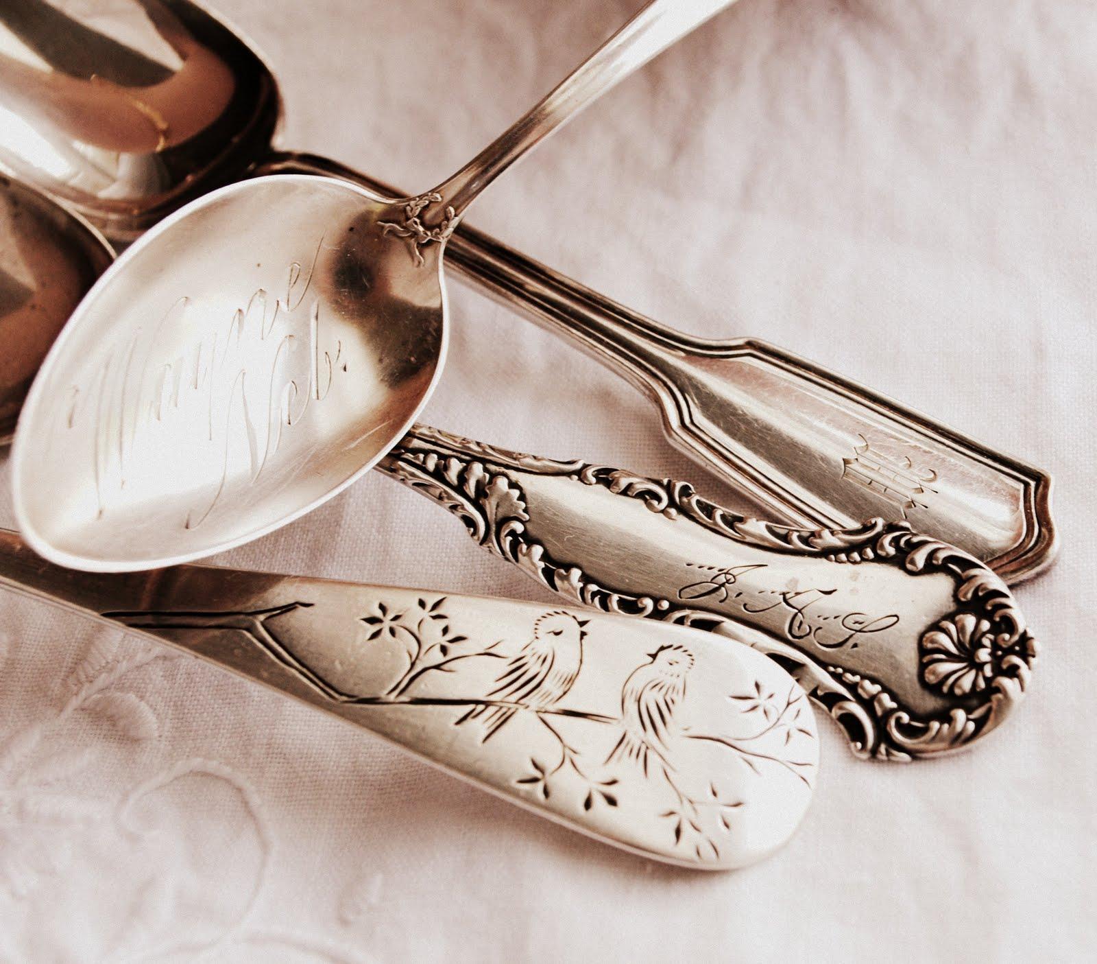 изделиями из серебра