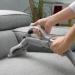 чистить диван паром