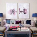 фиолетовая картина над диваном